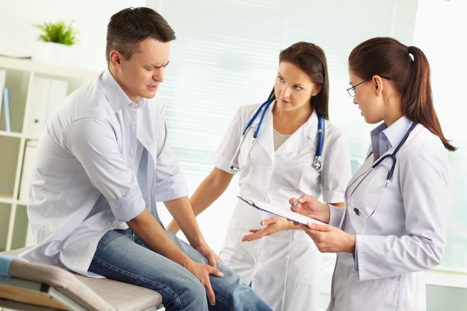 врач и суставы
