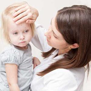 Первые признаки ветряной оспы у детей, лечение и подробные фото