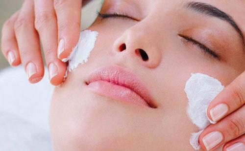 Почему появляются милиумы на лице и как их лечить?