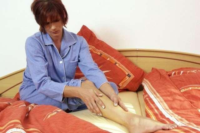 Синдром беспокойных ног, что это? Симптомы и лечение