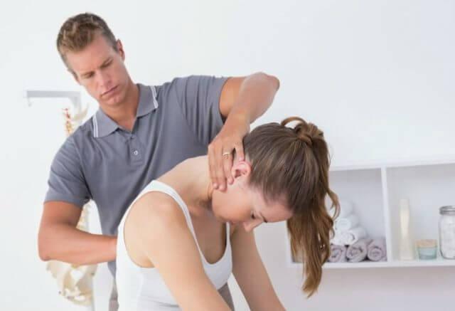 Грыжа шейного отдела позвоночника: симптомы и лечение